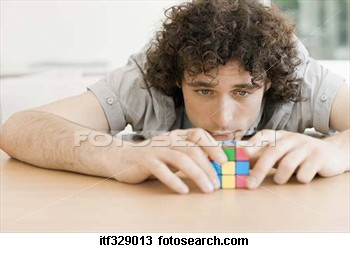 man-playing-puzzle_~itf329013